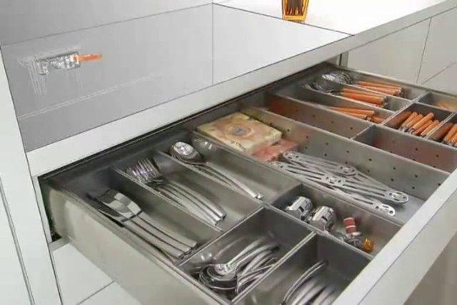 Система удобного открывания с электроприводом Servodrive Blum
