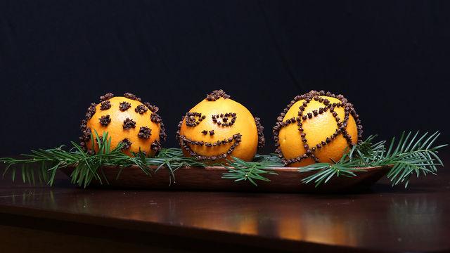 How to make Cloved Oranges