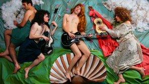 Clipe Banda de Rock faz Comédia 70 Milhões por Hold Your Horses