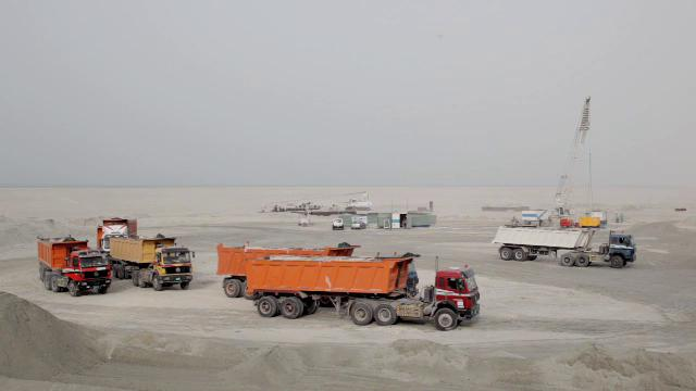 view video of Saadiyat Lorries